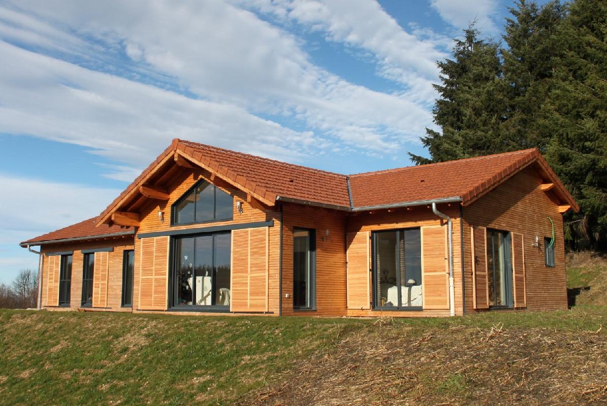 Maison avec bardage bois elegant maison ossature bois for Garage agree carte grise indre et loire